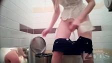 Подглядывание в туалете за медсестрой